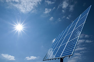 La pose de panneaux solaires